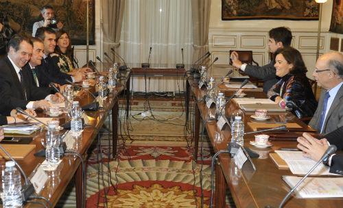 @AbelCaballero se reúne con @Sorayapp y Montoro para tratar del techo de gasto en los ayuntamientos