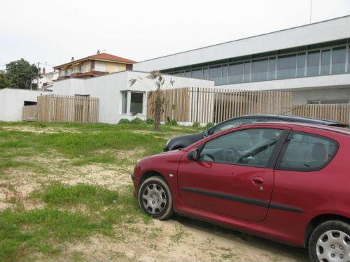 @ConcelloNigran denuncia o estado de abandono no que ten @Xunta o exterior do Centro de Saúde de Panxón