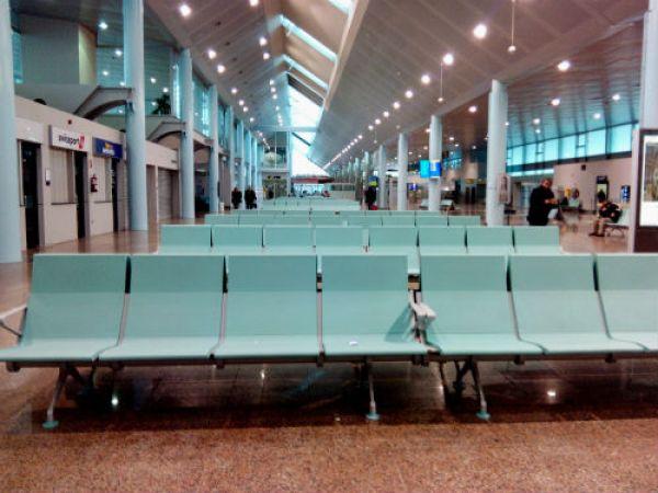 Desviados dos vuelos con destino a Peinador y suspendido el vuelo a Bilbao