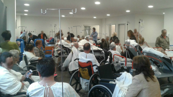 371 pacientes adultos atendidos en Urgencias del Cunqueiro donde 11 personas esperan para ser hospitalizadas