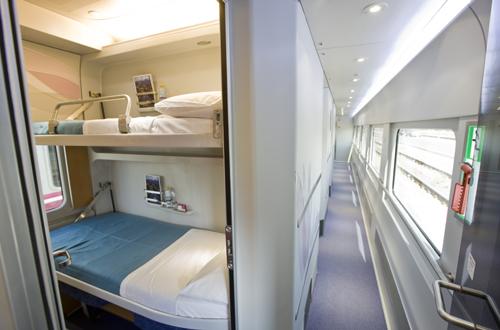 @Renfe informa de que los pasajeros del Trenhotel Vigo-Barcelona serán llevados por carretera hasta Ourense