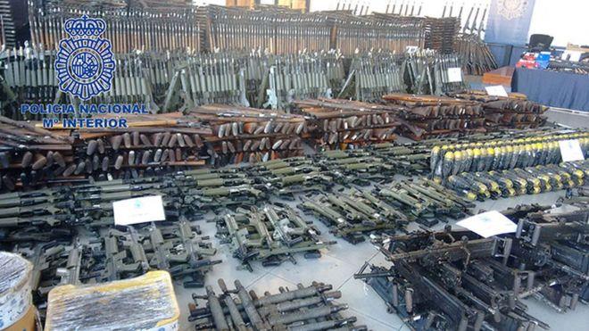 @policía difunde imágenes del enorme arsenal, con más de 10.000 armas, hallado durante una operación contra el tráfico de armas