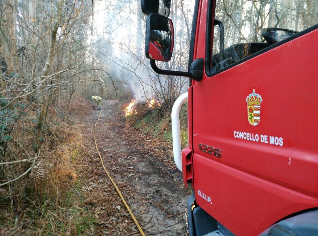 Se declara un incendio en el lugar de Vilar, en Redondela