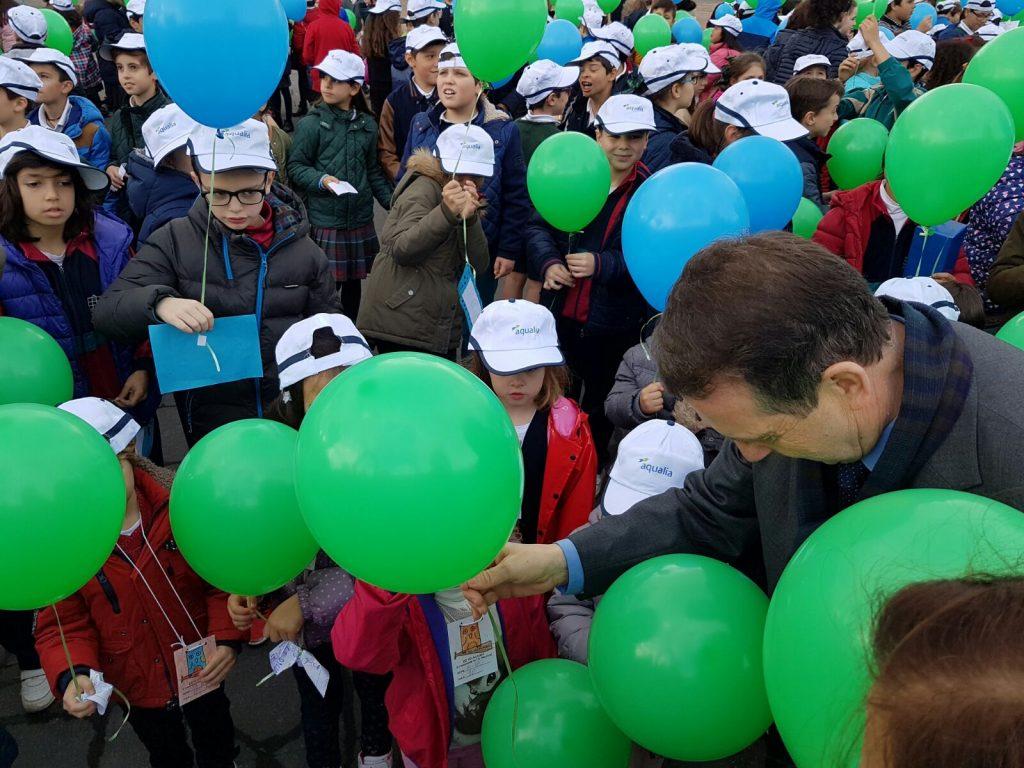 Un cento de nenas e nenos celebra en Vigo o 'Día Mundial da Auga'
