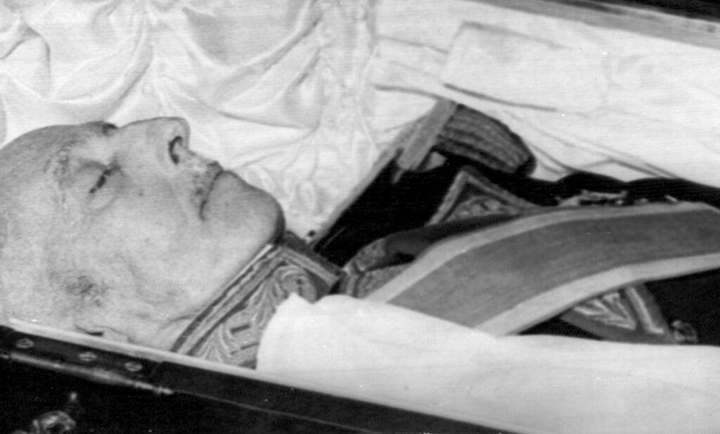 El Congreso respalda que se saque a Franco del Valle de los Caídos
