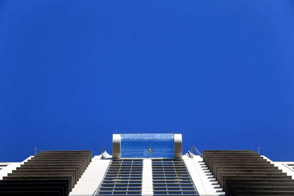 Si tienes vértigo no te bañarás en esta piscina