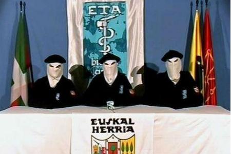 """ETA anuncia en un comunicado, a un día de entregar su arsenal, que es ya """"una organización desarmada"""""""