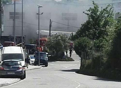 Siete personas afectadas por el humo de un incendio que se ha declarado en el Parque Municipal de Lavadores