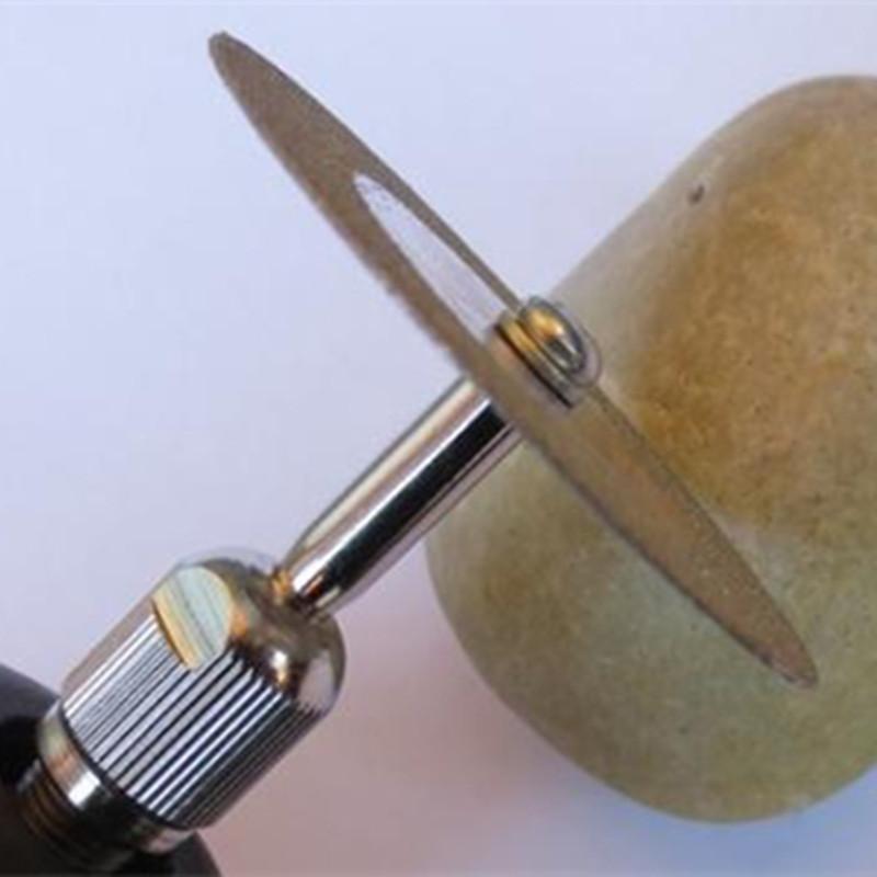 Bomberos tienen que cortar la arandela que se había puesto en el pene un hombre de 65 años