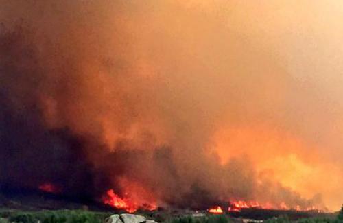 El fuego se ceba con Galicia y ya ha arrasado más de 20 hectáreas en Rianxo