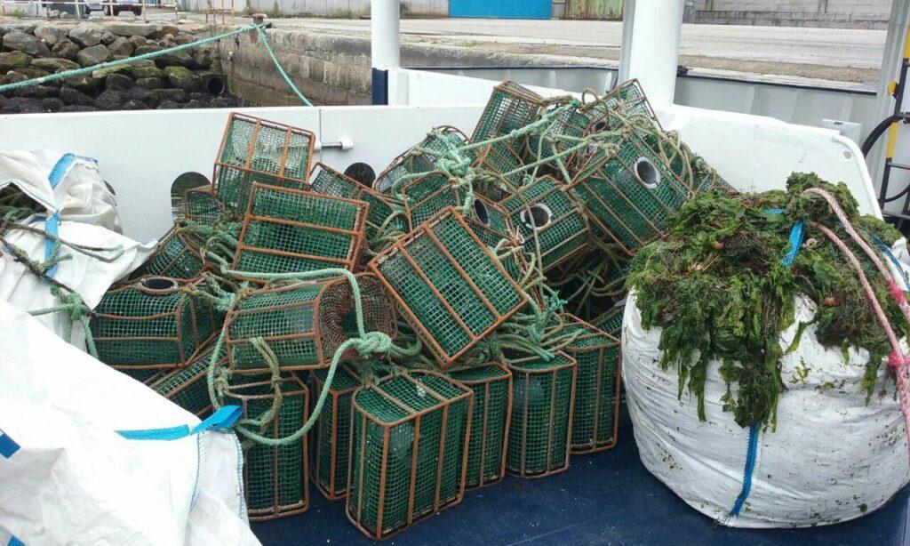 @GardacostasGal requisa máis de 450 útiles de pesca e 160 quilos  de distintas especies
