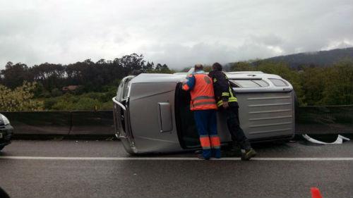 Dous mortos e 92 feridos en accidentes de tráfico nas estradas galegas a pasada fin de semana