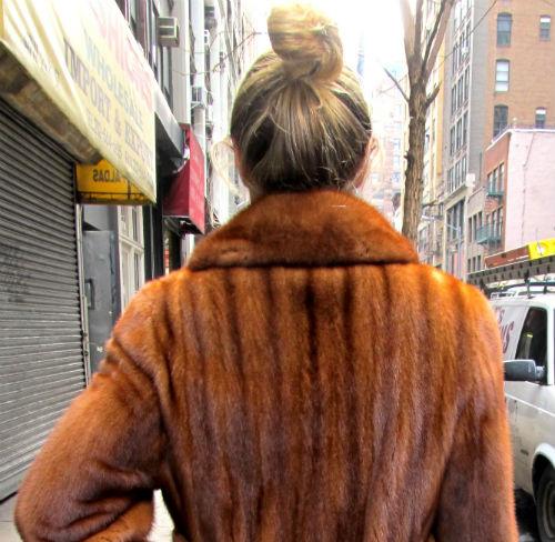 Arrestada tras llevarse un abrigo de visón, valorado en casi 12.000€, de una tienda del centro de Vigo