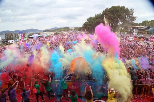 Colorido en Samil para celebrar la segunda Holi Run