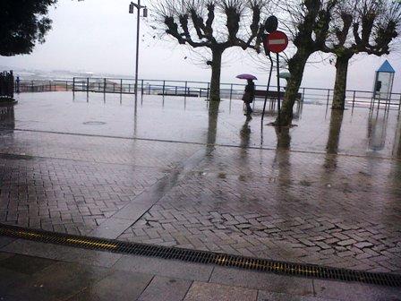 Lloverá, de manera intermitente, hasta el domingo y bajarán las temperaturas