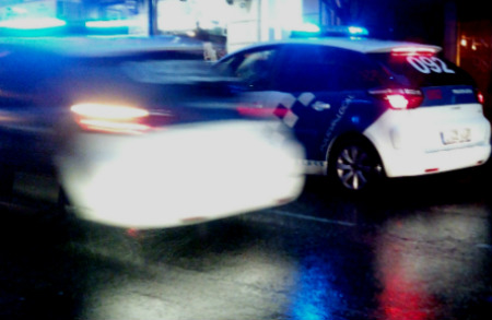 Agentes de la Policía Local encuentran a un niño de 6 años sólo, a las 4 de la mañana, en una calle de Vigo