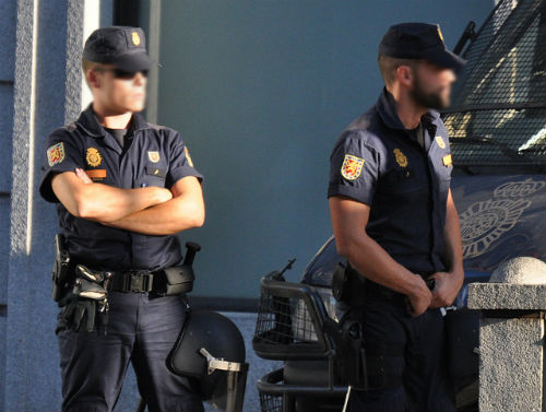 Unos 450 policías se ocupan de la seguridad de Vigo desde este miércoles, coincidiendo con la llegada de aficionados del @ManUtd