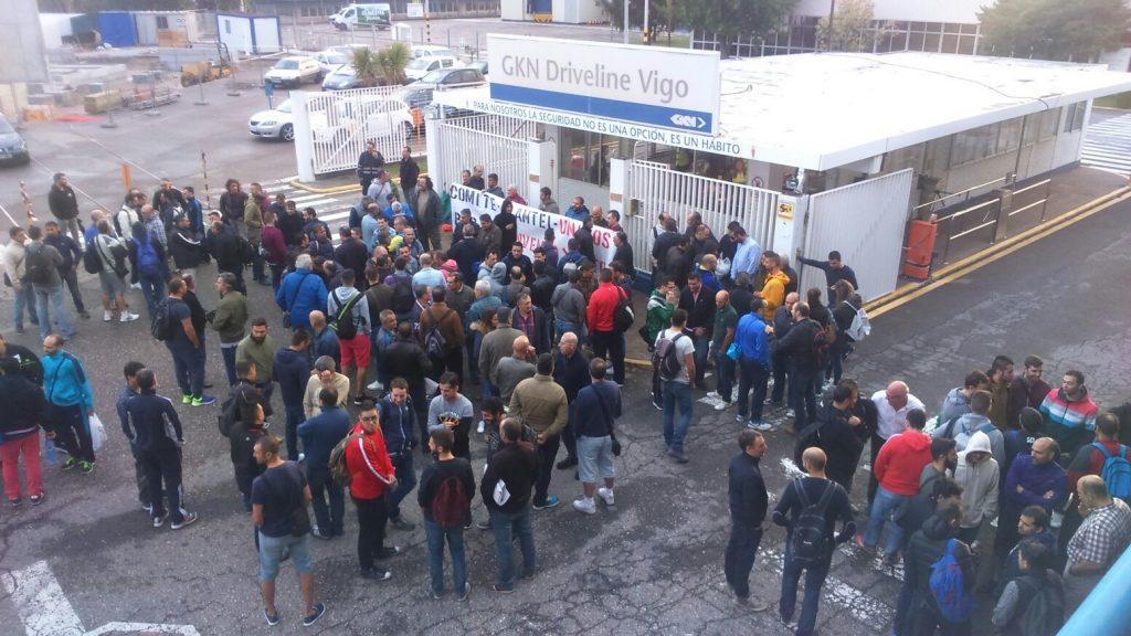 A práctica totalidade do cadro de persoal de GKN en Vigo secunda os paros convocados para reclamar un convenio digno