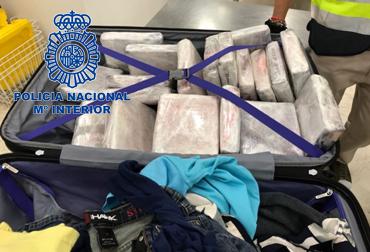 Incautada una maleta con 22 kilos de 'coca' que pretendían meter por avión en España