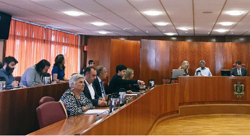La oposición abandona el Pleno del Concello a los pocos minutos de empezar al no debatirse una moción sobre Bembrive