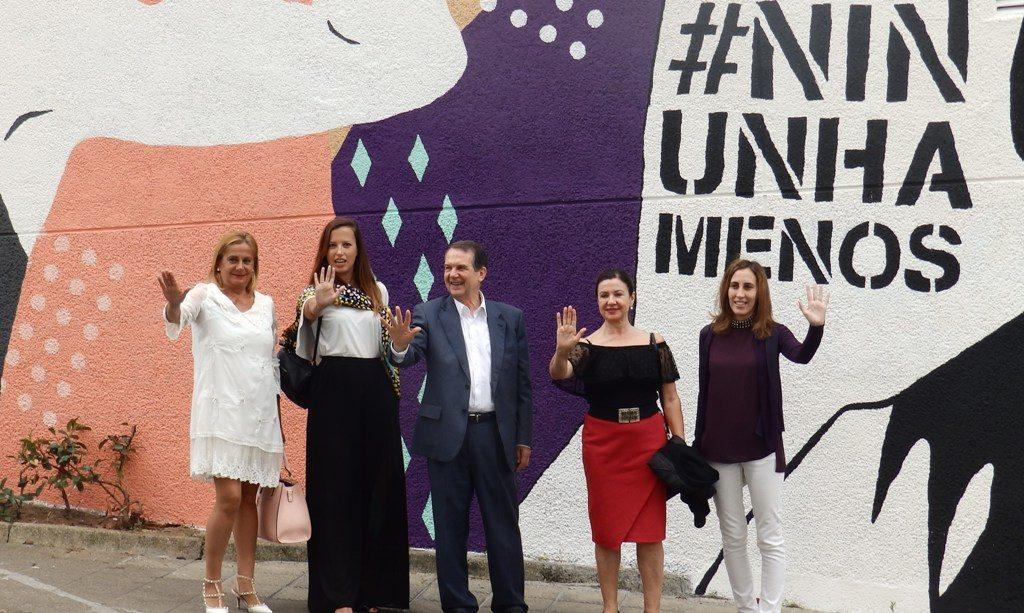 O mural 'Expostas', obra da viguesa Vanesa Álvarez contra a violencia machista, xa pode verse no Pavillón do Berbés