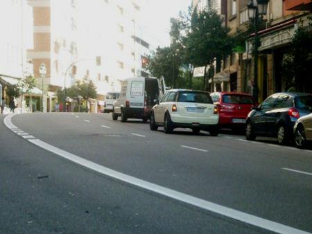 Restricciones de circulación en Camelias, que estará cortada al tráfico el sábado, para acabar su asfaltado