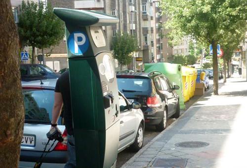 Trabajadores de la 'ORA' de Vigo alertan de que los usuarios tendrán que pagar por aparcar al mediodía y los sábados