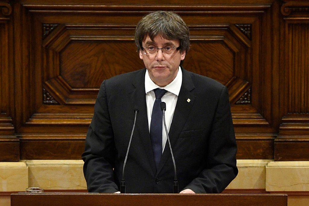 Puigdemont declara la independencia de Cataluña pero pide dejarla en suspenso para negociar con el Gobierno