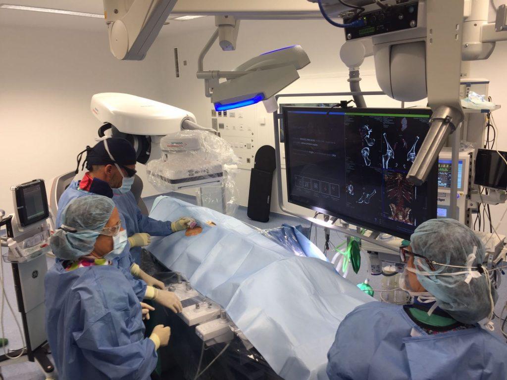 Unha operación de aneurisma de aorta abdominal, primeira ciruxía do novo quirófano híbrido do Cunqueiro