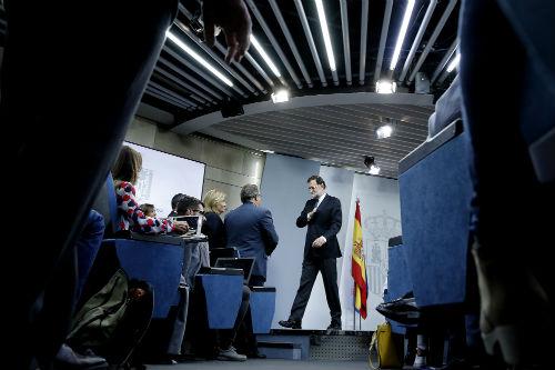 Rajoy cesa a Puigdemont y a todo su Govern, disuelve el Parlament y convoca elecciones en Cataluña para el 21 de diciembre