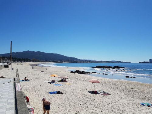 Las temperaturas, que el sábado llegaron en Vigo a los 32 grados, empiezan a bajar y el jueves podría llover