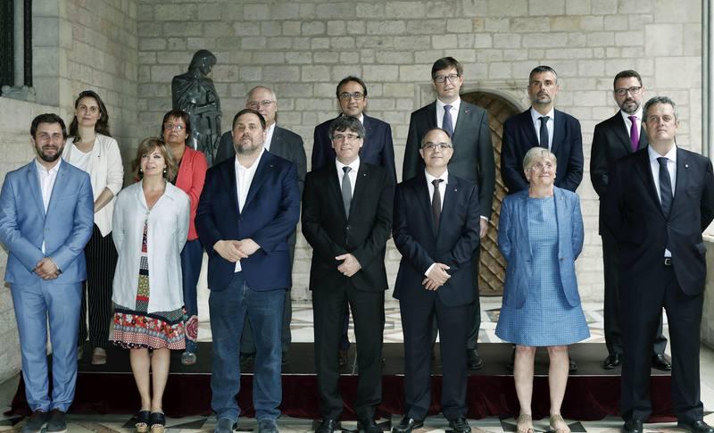 La juez manda a la cárcel a Oriol Junqueras y otros 7 consellers de la Generalitat y dicta orden de búsqueda contra Puigdemont