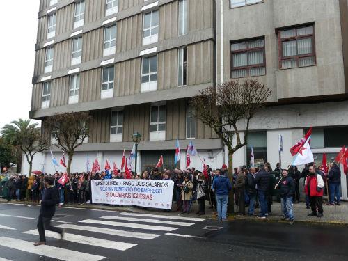 As traballadoras e traballadores de Maderas Iglesias piden axuda aos grupos do Parlamento de Galicia para salvar os seus empregos