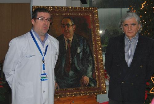 A familia de Cunqueiro doa un cadro do escritor lucense ao hospital que leva o seu nome