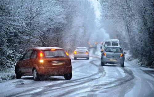 A neve está a causar numerosos problemas en varias estradas galegas, en especial das provincias de Ourense e Lugo