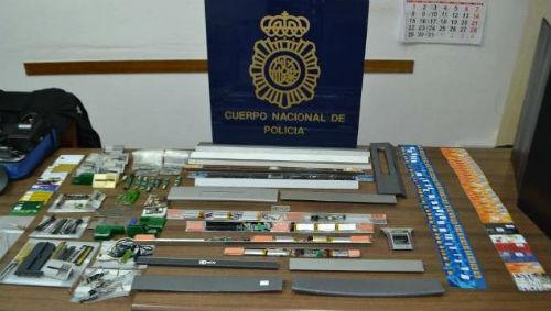 @policia detiene a expertos instaladores de dispositivos de clonado de tarjetas en cajeros automáticos