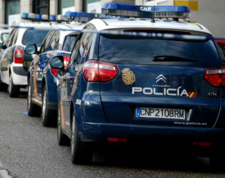 Despliegue policial en Cabral, en la zona de la antigua Fábrica de Álvarez, para localizar a un hombre que lleva desaparecido desde ayer