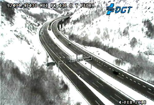 La nieve está causando incontables problemas en carreteras de Ourense, Pontevedra y, especialmente, Lugo
