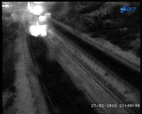 La nieve afecta ya a carreteras de Galicia, en especial a la A-52