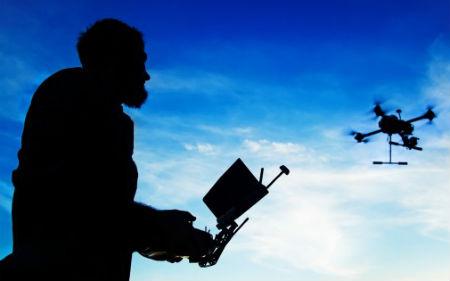 Drones de la Axencia Galega de Emerxencias buscan a un pescador desaparecido el sábado en el Miño