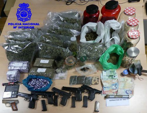8 detenidos, 5 kilos de hachis, algo menos de 1 kilo de marihuana y 6 armas simuladas intervenidas en el 'tiroteo' de la rúa Florida