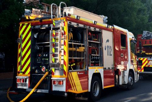 Bomberos sofocan un incendio que se produjo en un local de la rúa Isaac Peral