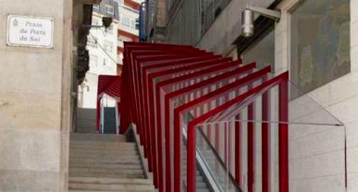 El segundo tramo de las escaleras mecánicas de la Porta do Sol estará funcionando a final de este mes