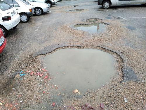 Veciños de Teis denuncian a situacion de abandono do estacionamento público da Travesía de Foxos