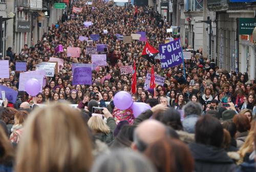 #8MarzoHuelgaFeminista Decenas de miles de personas salen a la calle en toda Galicia