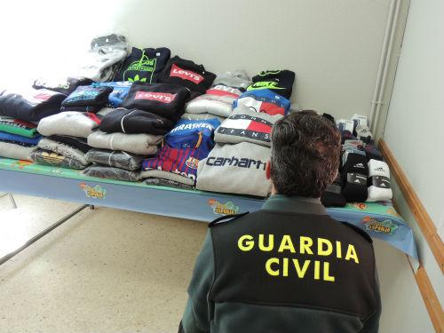 @guardiacivil se incauta en Bandeira de una partida de ropa falsificada cuyo valor en el mercado se acercaría a los 5.400€