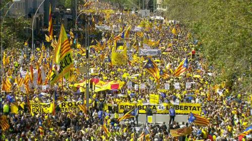 Más de 300.000 personas reclaman en Barcelona la libertad de los líderes independentistas