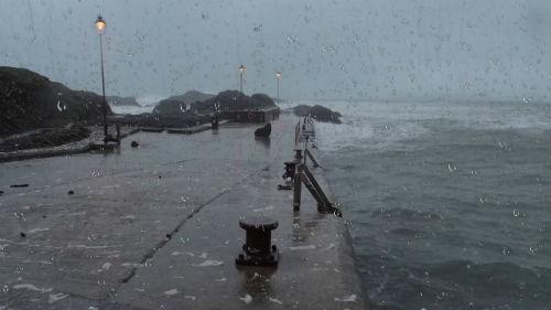 Este lunes llega una nueva 'cadena' de borrascas y mañana la costa estará en alerta por olas de hasta 8 metros