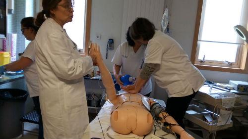 Máis de 300 profesionais dos centros de saúde da Área Sanitaria de Vigo participan nun programa de actuación ante unha emerxencia cardiovascular