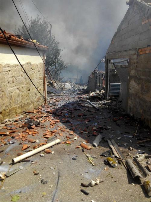 Una persona ha muerto en la explosión del almacén pirotécnico de Tui